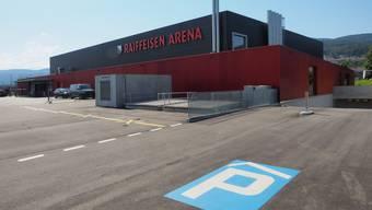 Neu dürfen bei der Raiffeisen Arena nur noch Besucher der Arena ihr Fahrzeug abstellen.