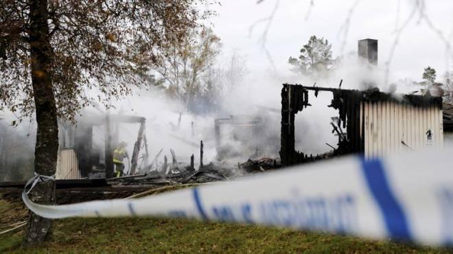 Nicht nur das Dach der Regierung von Stefan Löfven steht im Vollbrand: Innerhalb der letzten zehn Tage standen in Schweden sieben Asylunterkünfte in Flammen. Foto: Reuters