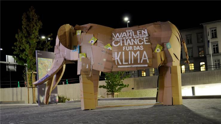 Der Elefant soll mit seiner Grösse das Ausmass des Klimawandel demonstrieren.