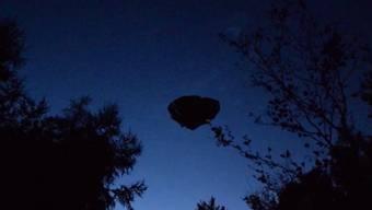 Tagelang sorgte einmysteriöses Flugobjekt, das nachts in Gebenstorf aufgetaucht war, für Gesprächsstoff. Nun ist klar: Es war ein Werbegag.