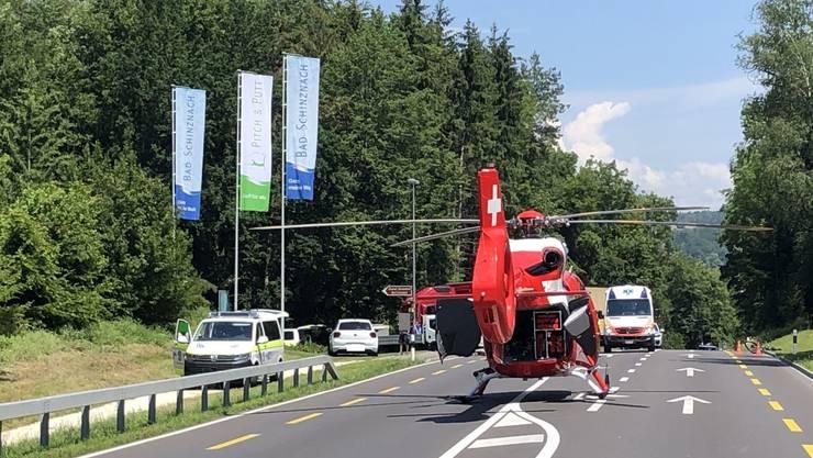 Er musste mit einem Rettungshelikopter ins Spital geflogen werden.