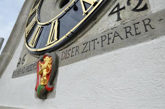 Nebst dem Bären wurde auch das Zifferblatt saniert und mit Blattgold überzogen.