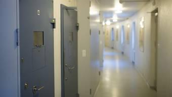 Ein Mitarbeiter des Gefängnisses hatte am Mittwochabend um 21.40 Uhr bei der Medikamentenabgabe den Mann stranguliert in dessen Zelle vorgefunden.
