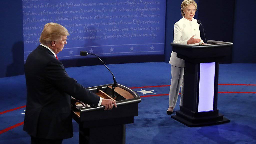 Trump und Clinton bei der dritten und letzten TV Debatte der US-Präsidentschaftskandidaten.