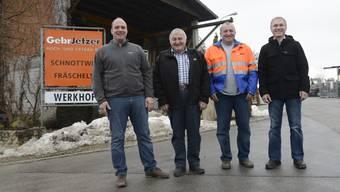 Reto, Paul und Urs Jetzer sowie René Junker (v.l.) vor dem Firmensitz in Schnottwil.