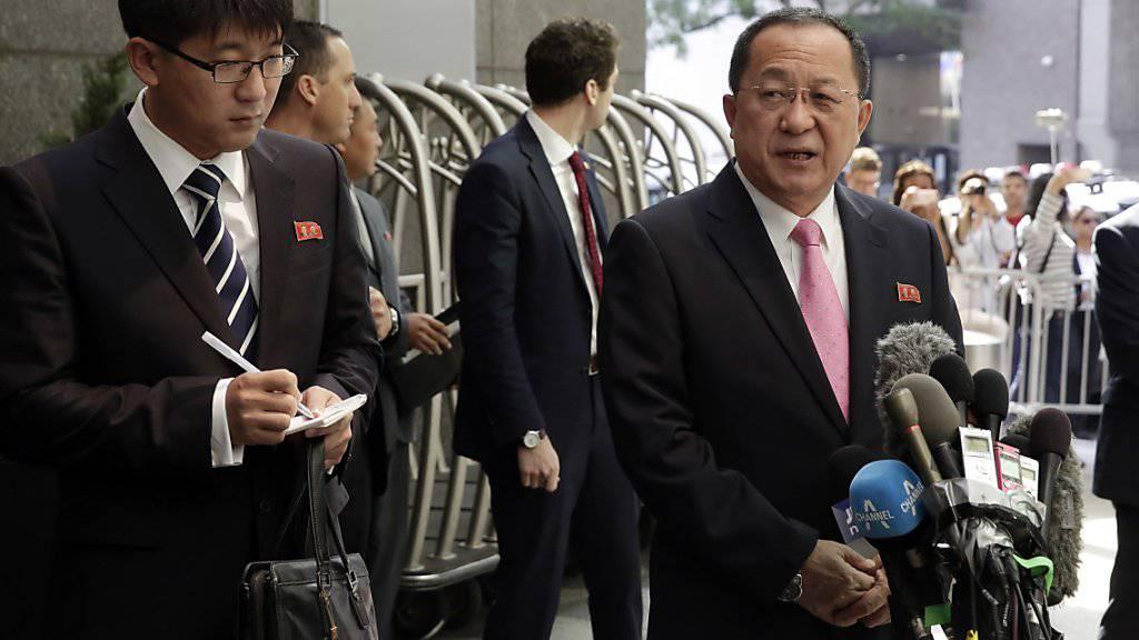 Der nordkoreanische Aussenminister Ri Yong Ho droht den USA mit dem Abschuss eines Kampfflugzeuges.