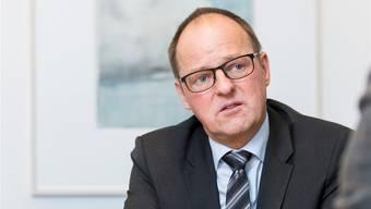 Thomas Sommerhalder, 56, ist als Regionaldirektor bei der UBS für das Gebiet der Kantone Aargau und Solothurn verantwortlich. Der Familienvater hatte in St.Gallen Wirtschaft studiert und arbeitete zuerst bei der Credit Suisse. Danach war er als Unternehmensberater tätig und leitete mehrere Firmen. 2010 kehrte er ins Banking zurück.Severin Bigler