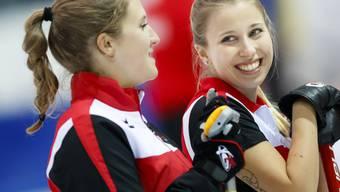 Gute Laune bei Skip Elena Stern (rechts) und Céline Koller