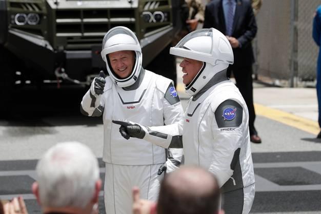 Vorerst kein erfolgreicher Start: Douglos Hurley und Bob Behnken schlüpften diesen Mittwoch vergebens in den Spacesuit.