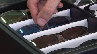 """Besonders auf die unangetasteten Sonnenbrillen haben es Unbekannte im städtischen Brillengeschäft """"McOptic"""" abgesehen. Ware im Wert von etwa 10'000 Franken ging so verloren."""