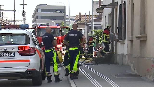 Grosser Sachschaden bei Wohnungsbrand neben dem Spielsalon Métro beim WSB-Bahnhof