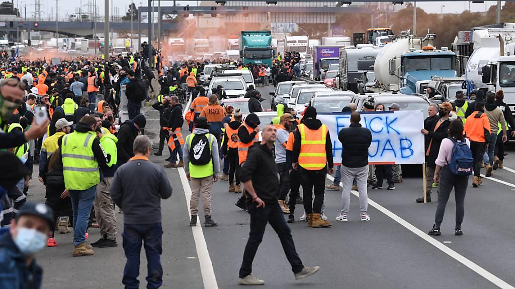 Proteste gegen obligatorische Impfungen in der Baubranche