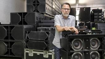 Volles Lager, leeres Auftragsbuch: Toni Scherrer, CEO der Aescher Firma Audiorent, blickt sorgenvoll in die Zukunft. Ein Jammeri will der Veranstalter dennoch nicht sein.