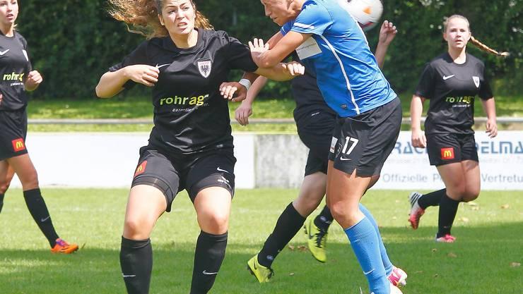 Auch das zweite Aufeinandertreffen war hart umkämpft: Romina Bühler (li,Aarau)  gegen Sanja Mijovic (Schlieren).