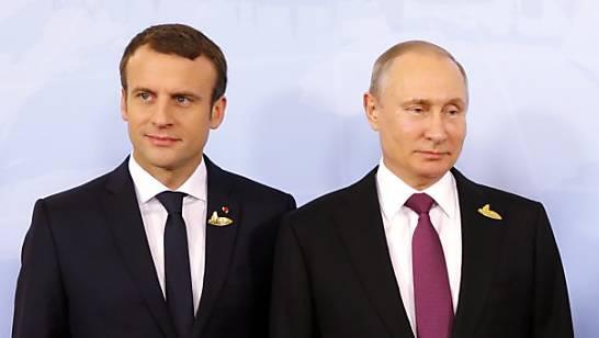 Emmanuel Macron (links) und Russlands Präsident Wladimir Putin.