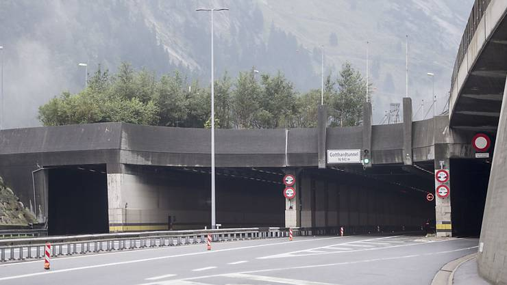 Kein Verkehr im Gotthard-Strassentunnel am Freitagnachmittag, dies wegen einer Kollision, bei der sechs Personen verletzt wurden. (Archivbild)