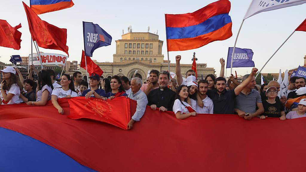 Krise in Armenien: Präsident ruft zu friedlicher Wahl auf
