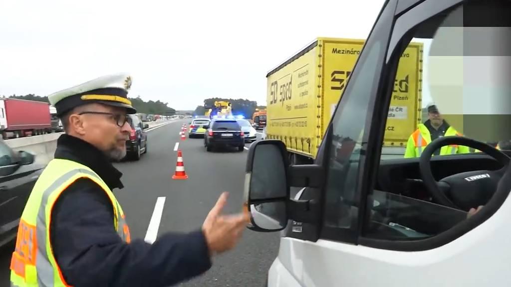 Gaffer nach tödlichem Unfall: Polizist platzt der Kragen