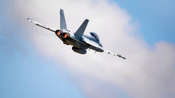 Kauft die Eidgenossenschaft diesen Kampfjet? Eine F/A-18 Super Hornet bei der Evaluation durch die Schweizer Luftwaffe. (KEYSTONE/Valentin Flauraud)