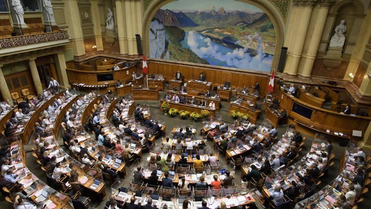 Der Nationalrat sprach sich für eine erleichterte Geschlechts- und Namensänderung aus.