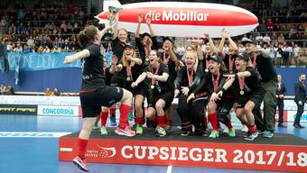 Meister und Cupsieger: Die Frauen des UHC Oekingen wiederholen den Double-Gewinn aus dem Vorjahr