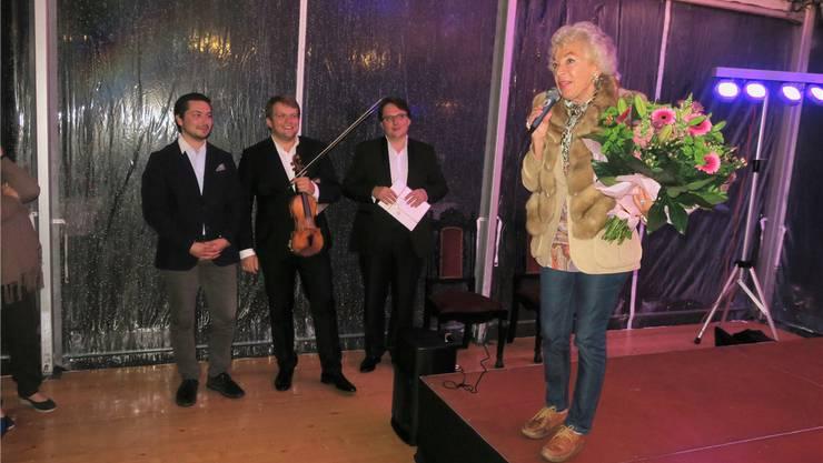 Ljuba Manz dankt für das Interesse an den Musiktagen. Neben ihr (von links): Musikalischer Leiter Oleksandr Chugai, Violinist Valeriy Sokolov und Pianist Evgeny Izotov.