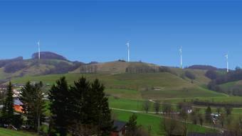 Diese Montage zeigt die möglichen Standorte des Windparks, von Wisen aus gesehen. (Illustration)