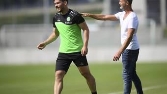 Hat das Vertrauen der St. Galler Chefs: Slimen Kchouk (li.), der einen Spieler von Bochum rassistisch beleidigt haben soll, und Sportchef Alain Sutter