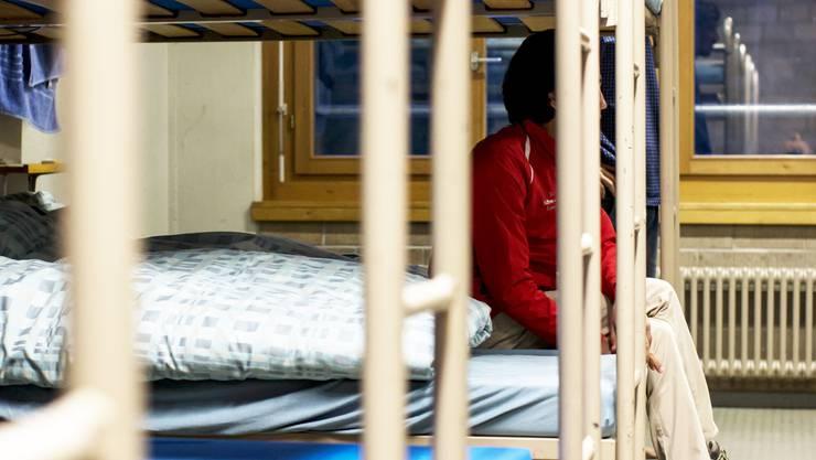 Je nach Zuweisung müssen Asylbewerber ihr Zimmer in der Unterkunft mit vielen anderen teilen.