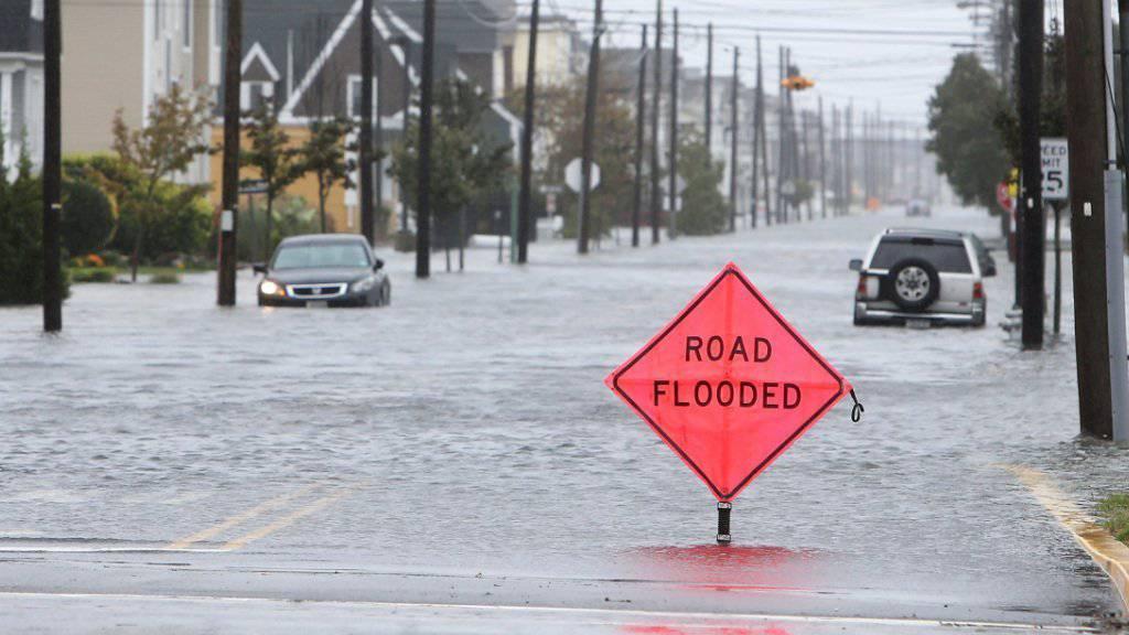 Teile der US-Ostküste wie hier Sea Isle City in New Jersey stehen bereits unter Wasser - die Behörden warnen vor noch grösseren Fluten.