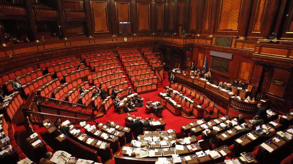 Blick in den Senatssaal in Rom - mit der Reform wird die Zahl der Senatoren von 315 auf 100 verringert. (Archivbild)