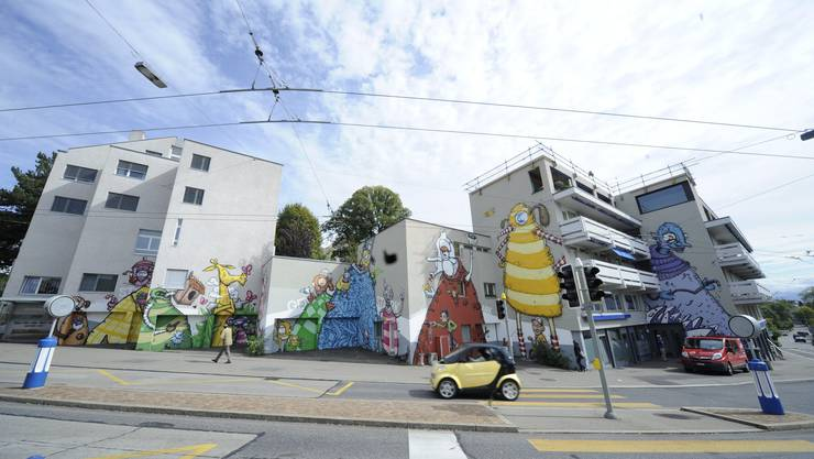 An der Rötelstrasse haben Graffitikünstler im Auftrag der Kirchgemeinde Wipkingen farbenfrohe Fantasy-Figuren kreiert.