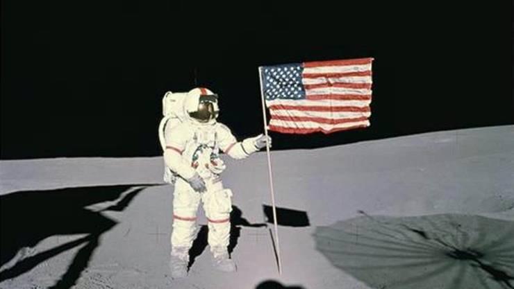 Abfälle liegen auch auf dem Mond, etwa die Golfbälle, die der Astronaut Alan B. Shepard (im Bild) 1971 schlug, um zu sehen, wie weit sie bei der geringeren Schwerkraft fliegen. (Archiv)