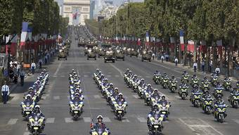 Rund Zehntausend Polizisten sollen die Feiern am Wochenende in Paris zum Jubiläum des Endes des Ersten Weltkriegs absichern. (Symbolbild)