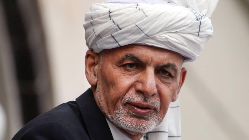 ARCHIV - Aschraf Ghani, Präsident von Afghanistan, spricht während seiner Amtseinführungszeremonie im Präsidentenpalast. Foto: Rahmat Gul/AP/dpa
