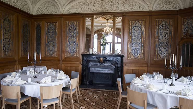 Einer der Speisesäle im Schloss Schadau mit reichen Verzierungen.