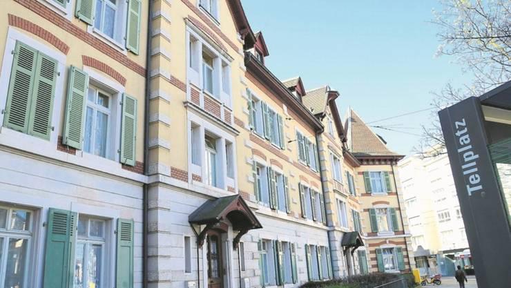 Etappenziel erreicht: Die Genossenschafter verhindern den Verkauf der SBB-Arbeiterhäuser am Tellplatz an eine Immobilienfirma.