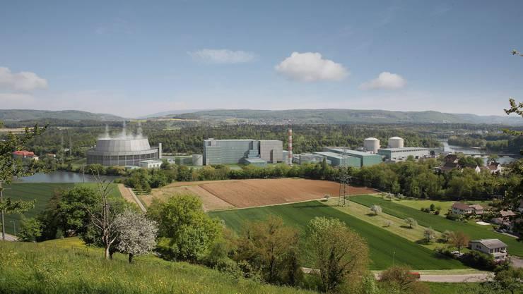 Vision Beznau: Links der Hybrid-Kühlturm mit kaum sichtbarer Dampffahne. Am Gegenhang liegt Döttingen, rechts unten ist die Strasse Villigen-Böttstein zu erkennen.