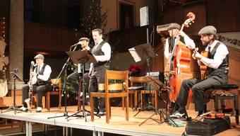 Andreas Winkler (voc) und seine Formation Don & Giovannis begeisterten in der Zwinglikirche ein grosses Publikum .