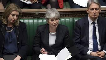 Die britische Premierministerin Theresa May hat die EU um einen kurzen Brexit-Aufschub bis zum 30. Juni gebeten. Für eine Verlängerung über Ende Juni hinaus sei sie nicht bereit, sagte sie am Mittwoch im Unterhaus in London.