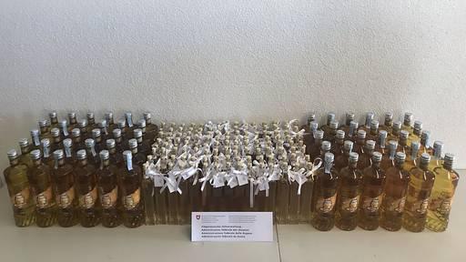 Kroate will 72 Liter Honiglikör für Hochzeit schmuggeln