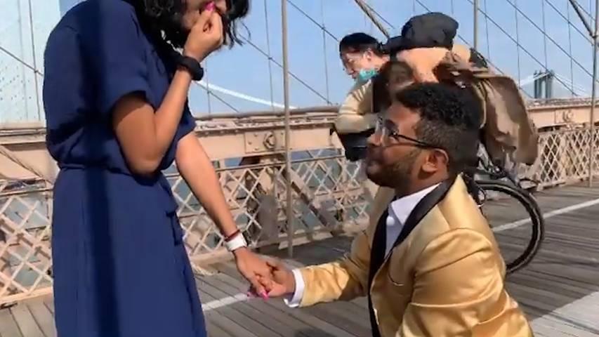 Romantik? Fehlanzeige! Velofahrer crasht Heiratsantrag
