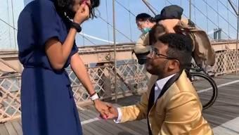 Romantik? Naja. Auf der Brooklyn Bridge kam es kürzlich zu einem Zwischenfall während eines Heiratsantrages.