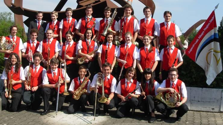 Die 24 Jugendlichen unter der Leitung von Daniel Jenzer nach dem gelungenen Konzertvortrag am SJMF 2013 in Zug