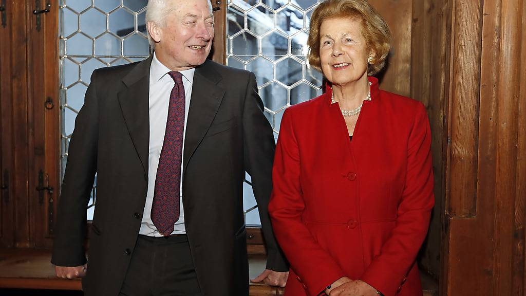 Fürstin Marie von und zu Liechtenstein, rechts, feiert den Geburtstag ihres Gatten, Fürst Hans-Adam von und zu Liechtenstein, am 13. Februar 2015 auf Schloss Vaduz.