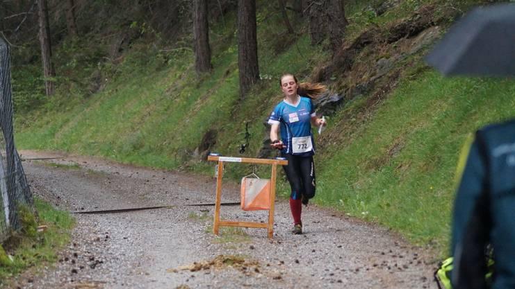 Lilly Graber beim Zielposten des Selektionslaufes.