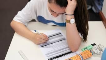 Aaargauer Schüler müssen die Prüfungen schreiben.
