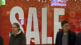 Die Migros will auch das bekannte Glattzentrum in Wallisellen zu Geld machen. Sie sucht ab sofort neue Eigentümer für das umsatzstärkste Einkaufszentrum der Schweiz und will künftig nur noch Mieterin sein. (Archiv)