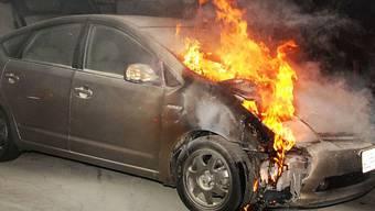 Auto in Brand (Symbolbild)