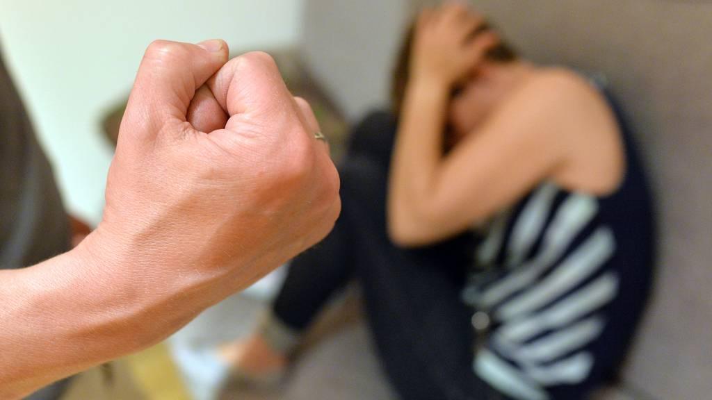 Der Kanton Zürich ergreift Sofortmassnahmen für die Hilfe von Opfern von Häuslicher Gewalt. (Symbolbild)